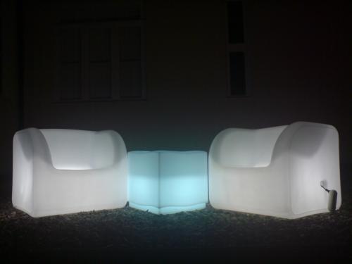 Sofa em plastico c luz produtos sof s www luxury for Sofa plastico exterior